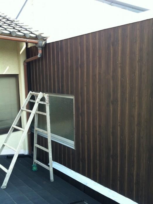木目トタン壁の塗り替え