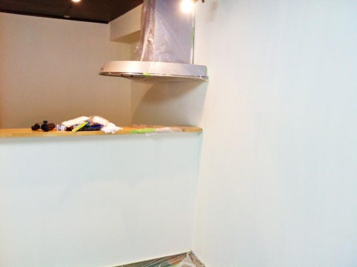 壁とカウンターの塗装