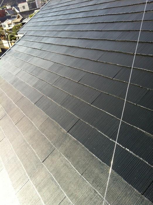 高圧洗浄後の屋根と一度塗り